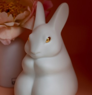 Rabbit sculpture gold white