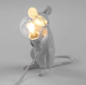 Mouse lamp zittend