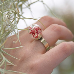 Ring red flowers
