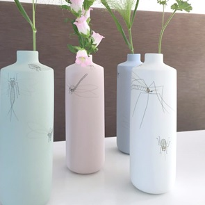 Vase caraf Insect white