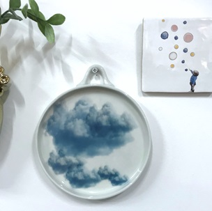 Cloud plate with handle