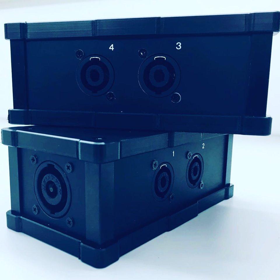 SpeakON verloop box, NL8 naar 4 x NL4. Compleet bedraad met 2.50mmq.