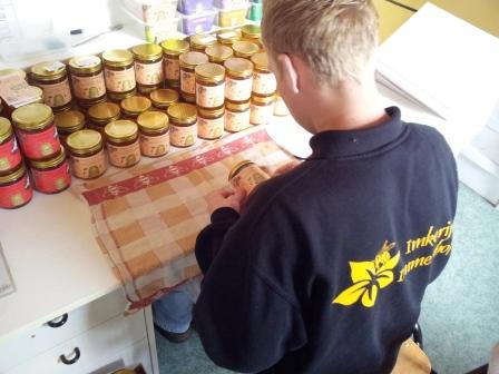 5 - Honingpotten etiketteren