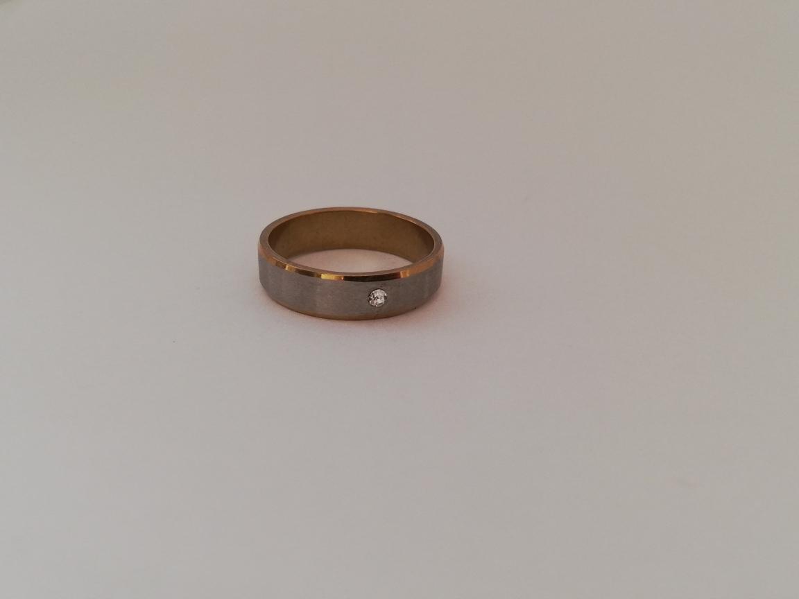 Ring met steentje en gouden randen