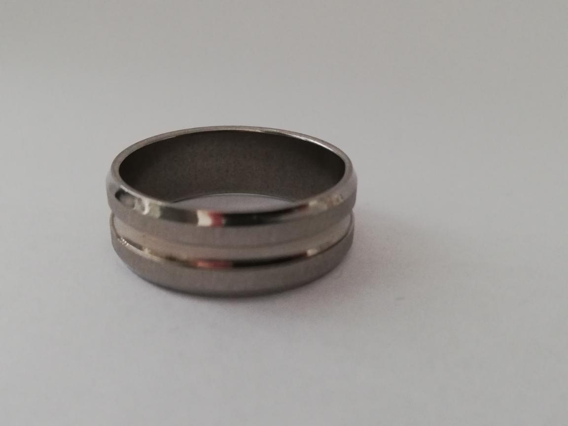 Ring met twee matte randen