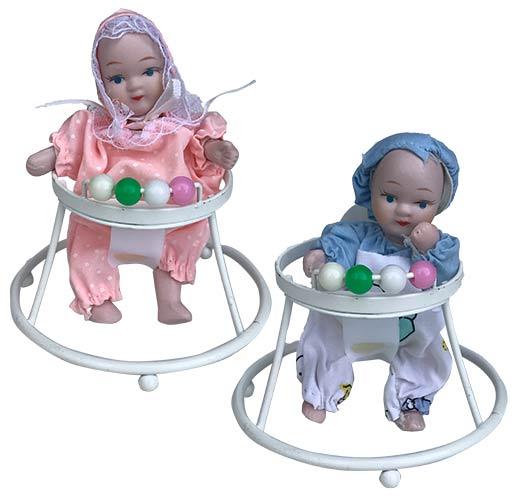 Porseleinen pop Baby in loopwagen 10 X 10 centimeter