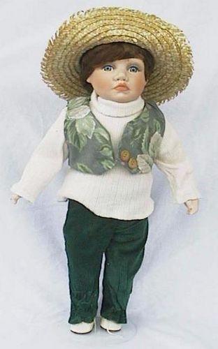 Porseleinen pop jongen groen 45 X 22 centimeter