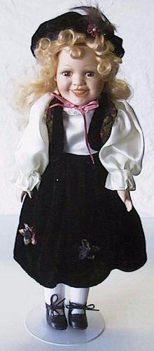 Porseleinen pop Meisje zwart 42 X 13 centimeter