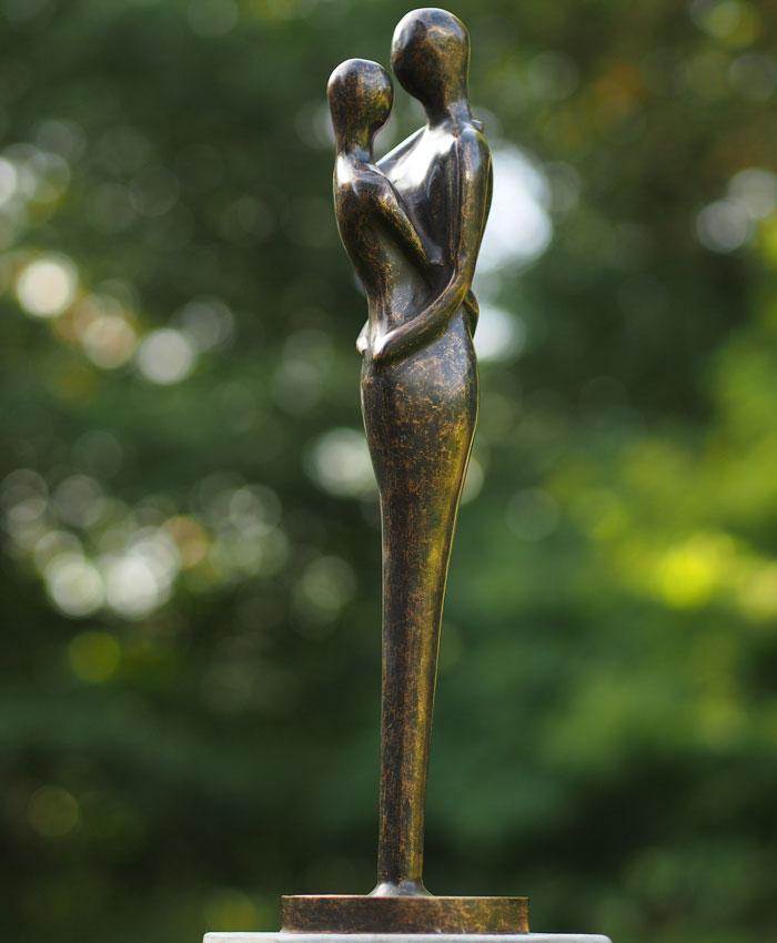 Bronzen beeld tuinbeeld liefdespaar