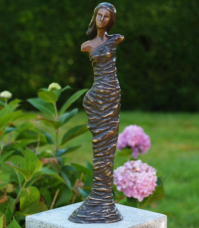Bronzen beeld moderne vrouw