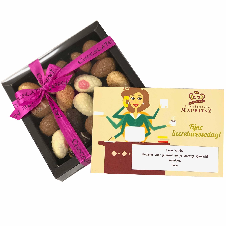 Brievenbuscadeau Secretaressedag met assorti Paaseitjes inclusief kaartje met persoonlijke boodschap! (240 gram) (gratis verzending)