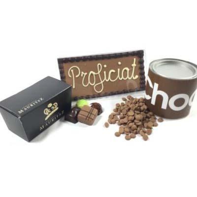 Chocolade feestpakket (bonbons, tablet met tekst en blik met chocoladedruppels)