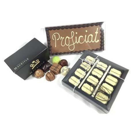Chocolade feestpakket (bonbons, tablet met tekst en 12 felicitatiebonbons)