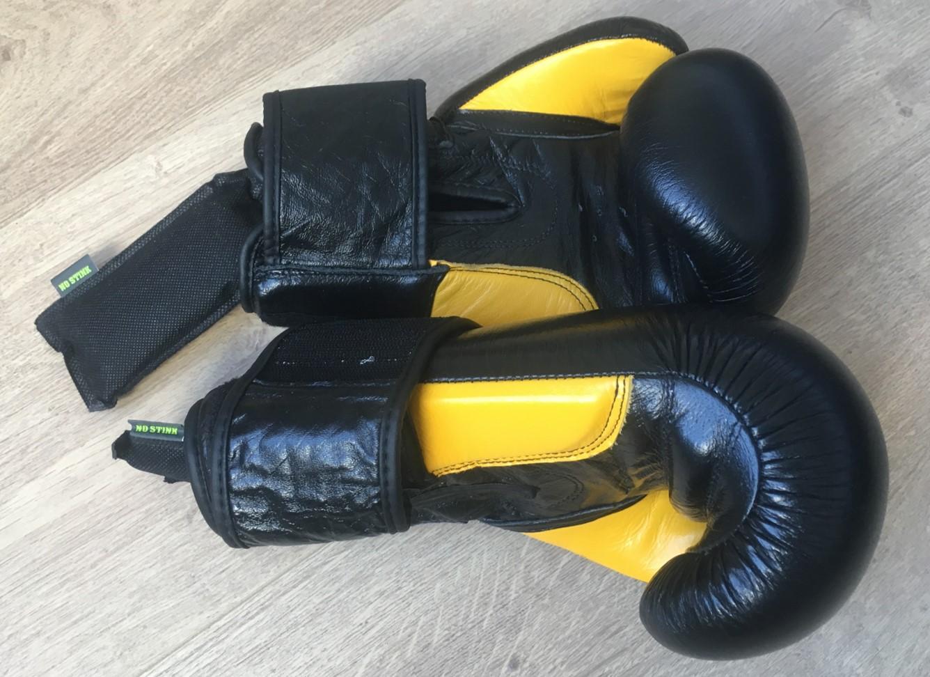 bezwete bokshandschoenen met No Stink geurzakjes erin
