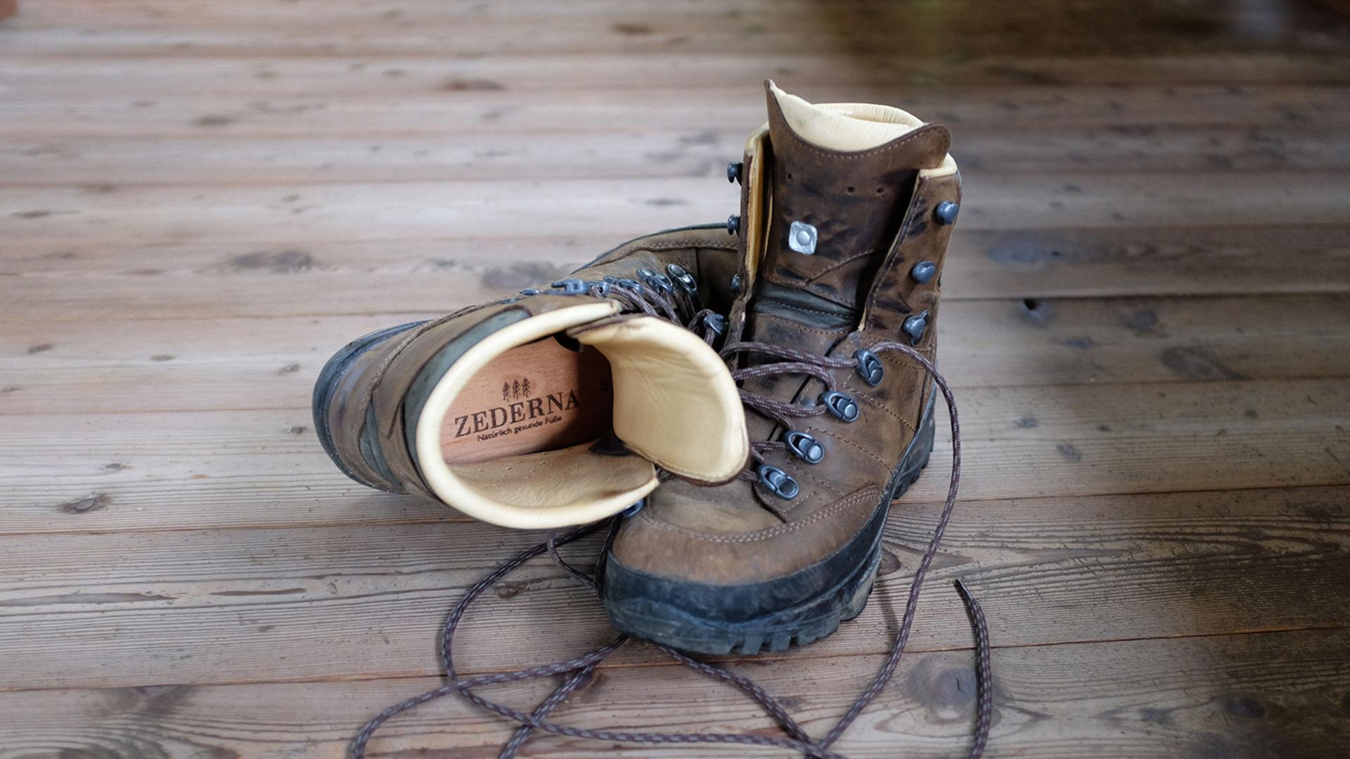 wandelschoenen met zederna cederhouten inlegzolen