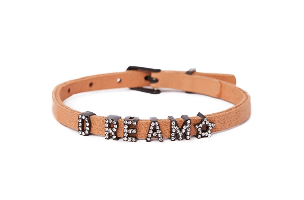 https://myshop.s3-external-3.amazonaws.com/shop5646700.pictures.16FW39a_Silis_Bracelets_The_leather_text_bracelet_Color_light_cognac.jpg