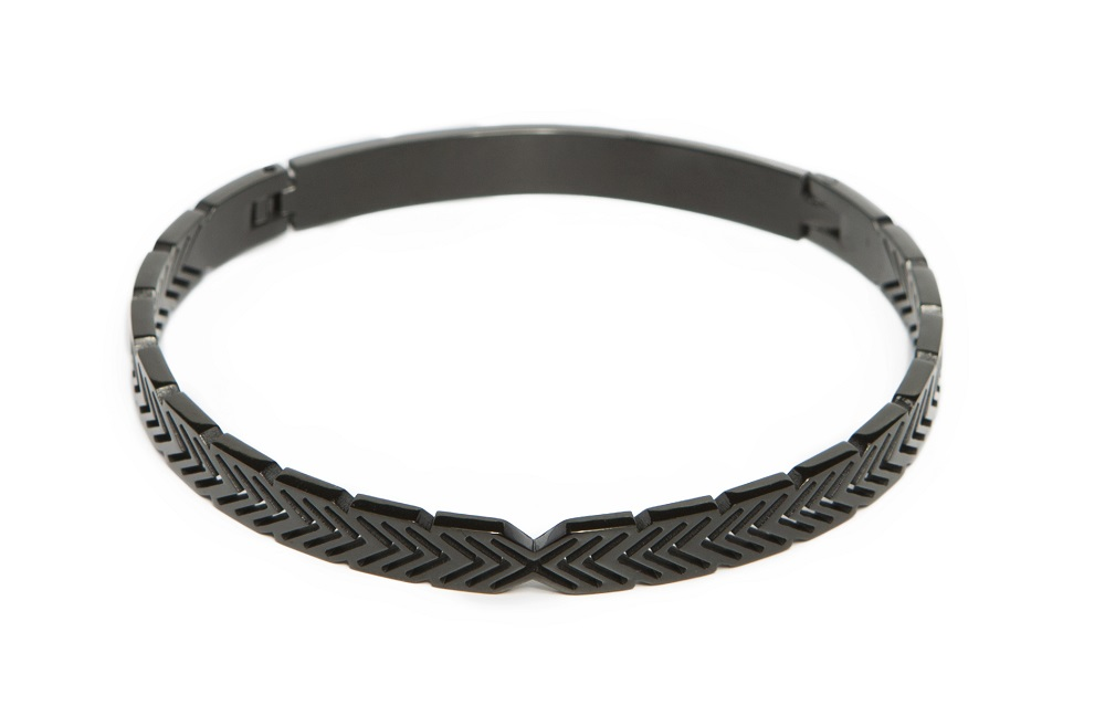 The Bangle Arrow | All Black Everything | Silis Armband