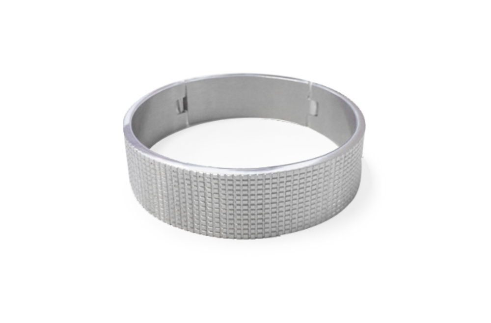 https://myshop.s3-external-3.amazonaws.com/shop5646700.pictures.SS1730_Silis_The_bangle_XL_bracelets_Silver_Bracelet.jpg