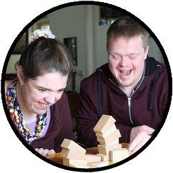 Angepasste Spielartikel und Spielzeug für Jugendliche mit Behinderung